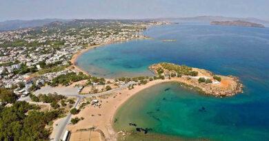 Αφαίρεση παράνομων κατασκευών από παραλίες στα Χανία