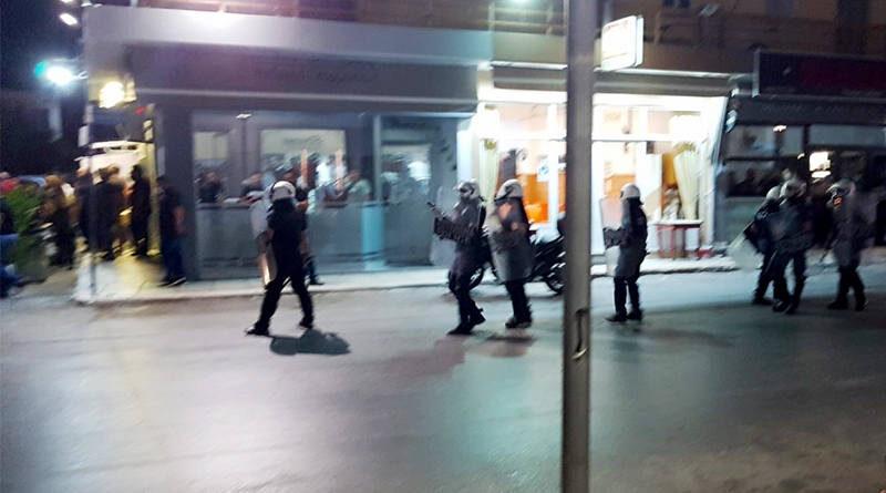 Συλλήψεις και χημικά στο συλλαλητήριο κατά των μεταναστών στο Τυμπάκι