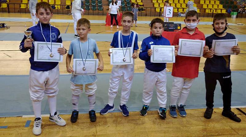 Με μετάλλια και εμπειρίες επέστρεψαν οι μικροί ξιφομάχοι της αθλητικής Λέσχης Μεσσαράς