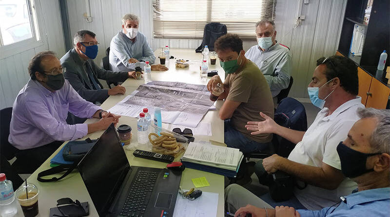 O Άρης Παπαδογιάννης και ο Γιάννης Καρνέσης στο οδικό έργο «Ηράκλειο – Μεσαρά»